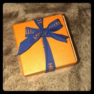 Small gift box with dust bag